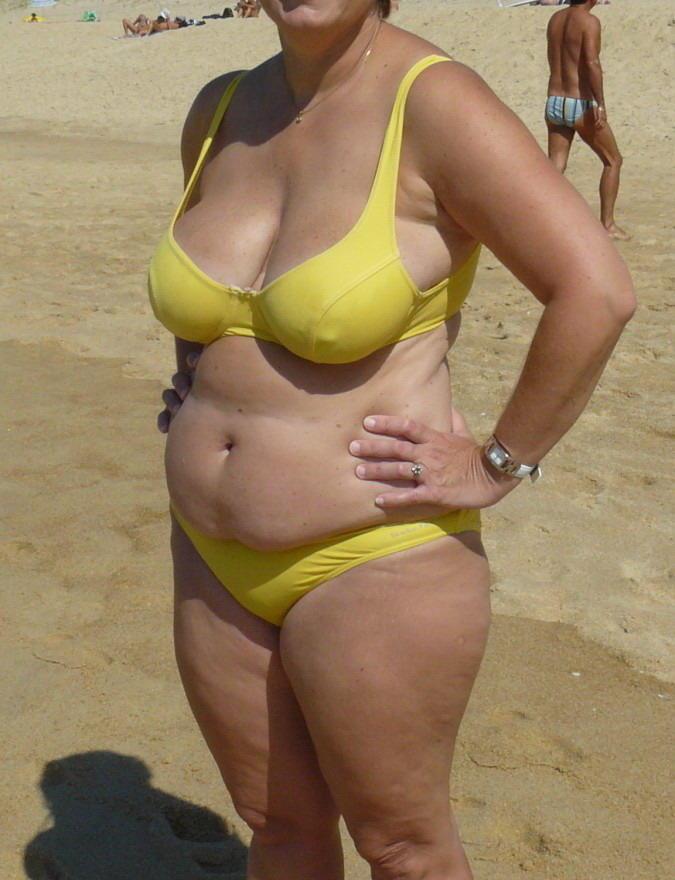oma im bikini