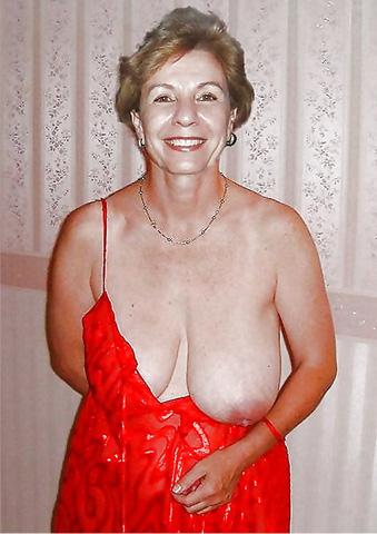Alte Frau mit dicken möbse will ficken