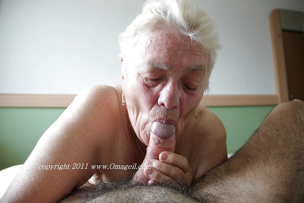 Geile Oma bläst dicken Schwanz