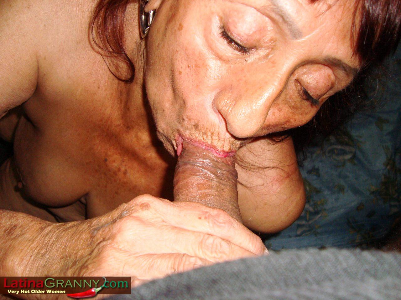 Latina babe sucks dick