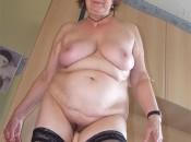 Richtig Geile Oma mit sexy Titten und behaarte fotze