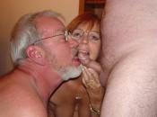 Frau und  Mann bei schwanz blasen