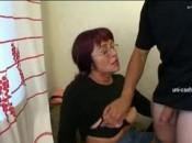 Notgeile Frau weiss genau wie man junge Schwänze blässt