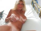 Reife Blondine wartet auf Stecher