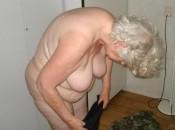 Geile Oma in Schtrumpfhosen will ficken