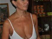 Eine reife Frau im Hochsommer heimlich fotografiert