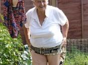Eine Geile Oma mit grossen titten und schöne haarige fotze