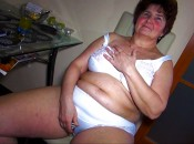 Geile Oma in sexy Unterwäsche