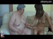 Alte fette Oma verführt und fickt junges Mädchen
