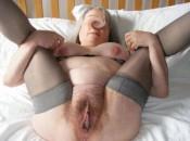 Fette alte Dame mit grosser Fotze und langen Schamlippen