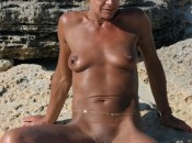Nudisten Fotzen am FKK Srand mit Schamlippen Piercing