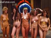 Nudisten reife Frauen mit schöne Titten und behaarte Muschi