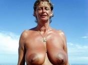 Alte Frau mit Mega Titten und Riesige Nippel