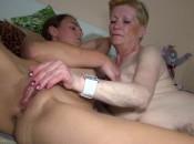 alte lesbe fickt eine sexy braut