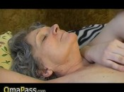OmaPass: Alte reife Omi mit geilem Mädchen